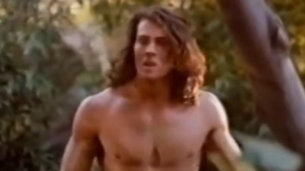 Aktor Pemeran Tarzan Tewas Kecelakaan Pesawat