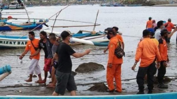 Diterjang Ombak, 5 Nelayan Pangandaran Hilang di Perairan Batu Bodas