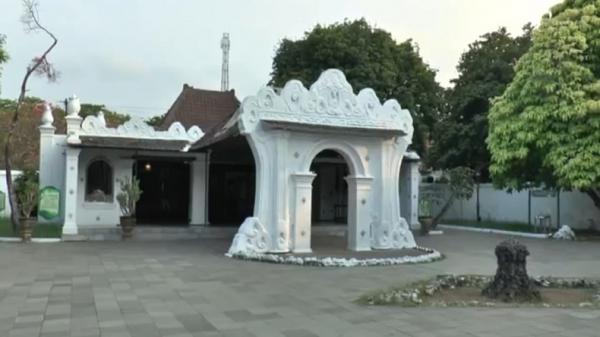 Legenda Buaya Putih di Situs Lawang Sanga Keraton Kasepuhan Cirebon, Anak Sultan yang Dikutuk
