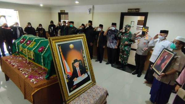 Suasana Duka Iringi Permakaman Ketua DPRD Boyolali S Paryanto