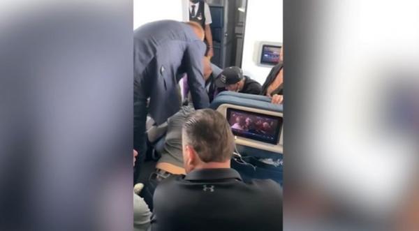 Gara-gara Penumpang Paksa Masuk Kokpit Pilot, Pesawat Mendarat Darurat