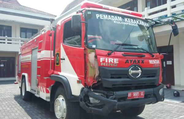 Damkar Tabrak Mobil di Depan Pemkab Kulonprogo, 2 Orang Dilarikan ke Rumah Sakit