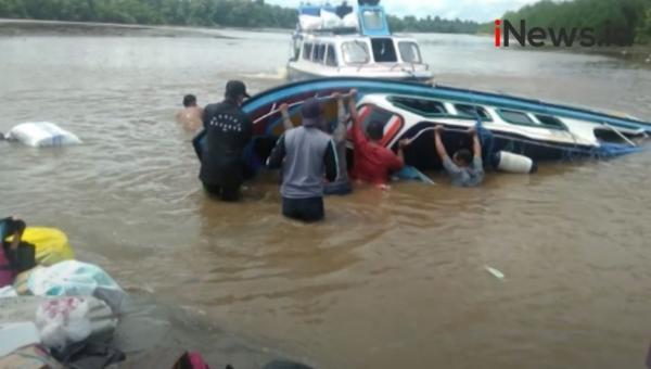 Video Kapal Cepat Terbalik di Perairan Nunukan Diduga Tersedot Pusaran Air, 5 Orang Tewas