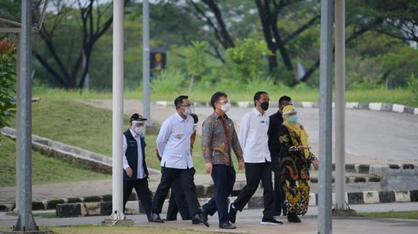 Gubernur Ridwan Kamil Dampingi Presiden Jokowi Tinjau Vaksinasi Massal di RSUI Depok