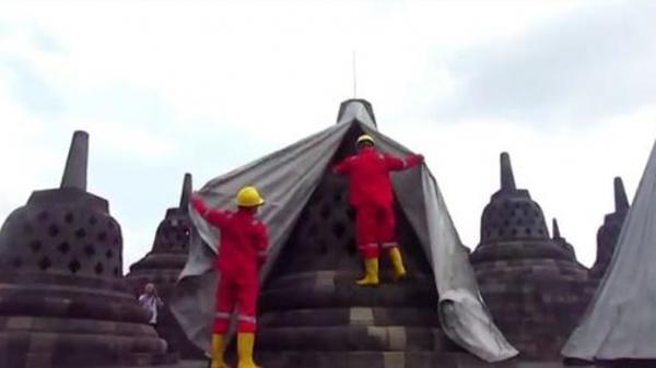 Aman dari Abu Vulkanis Merapi, Terpal Penutup Candi Borobudur Dibuka