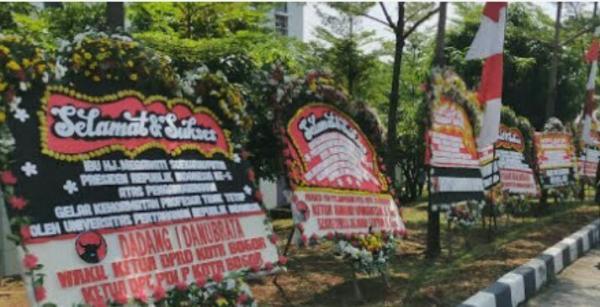 Megawati Akan Dikukuhkan Jadi Profesor Kehormatan, Ratusan Karangan Bunga Penuhi Unhan