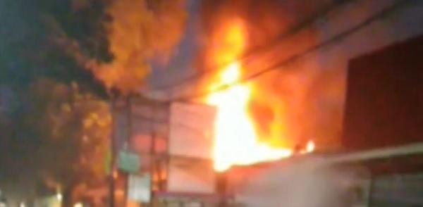 Rumah Dinas Lurah Batu Ampar Ludes Dilalap Api