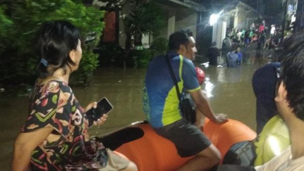 Banjir dan Tanah Longsor di Tangsel, BNPB: Puluhan Orang Mengungsi dan Dua Dirawat di RS