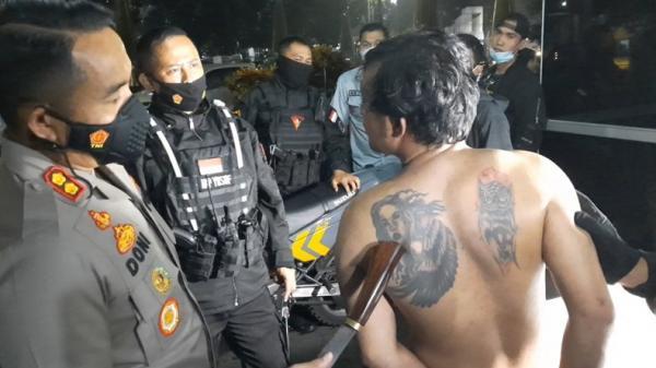 Ngamuk di Rumah Mantan Pacar Bawa Golok, Preman di Tasikmalaya Ditangkap