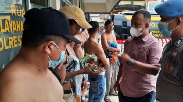 Polresta Padang Tangkap 17 Preman yang Lakukan Pungli di Pasar Raya
