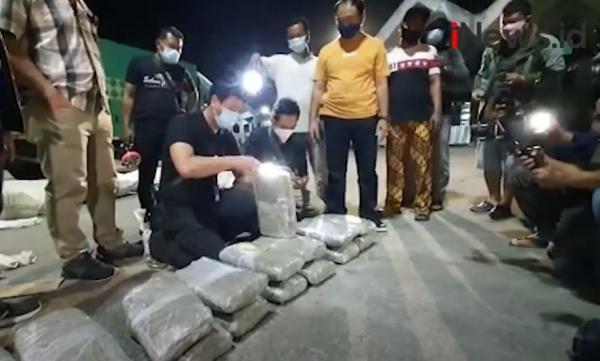 Video BNNP Bali Amankan 44 Kg Ganja dalam Truk Ekspedisi