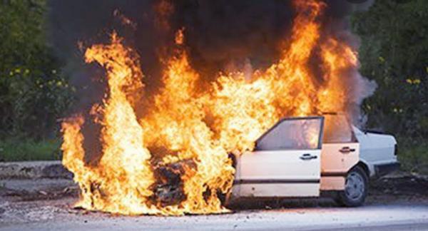5 Hal Konyol Penyebab Mobil Terbakar, Paling Nyesek Gara-Gara Lap Tertinggal dalam Kap Mesin