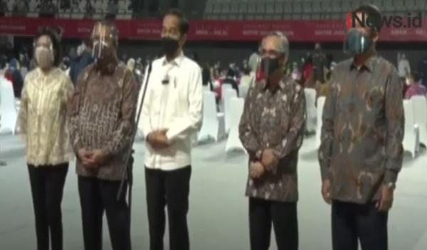 Video Presiden Jokowi Meninjau Vaksinasi bagi Pelaku Sektor Keuangan