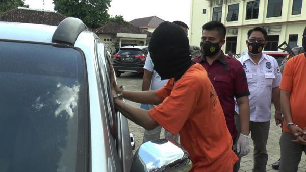 Polisi Tangkap Komplotan Pencuri dengan Modus Pecah Kaca Mobil di Demak