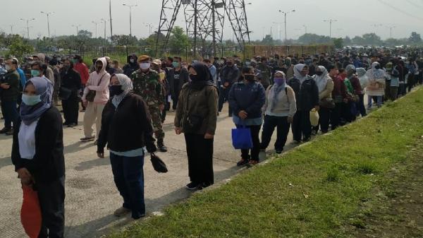 Vaksinasi Massal Diikuti 5.000 Warga Bandung Raya, Ribuan Orang Serbu Stadion GBLA