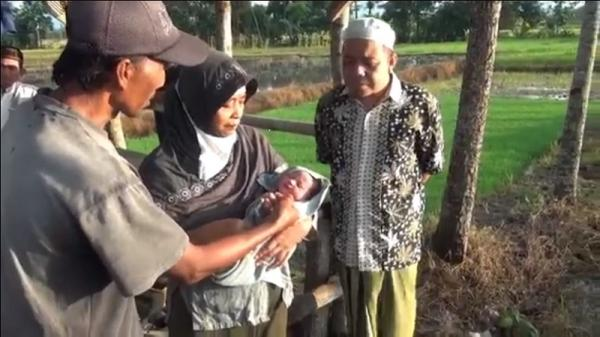 Bayi Laki-Laki di Gubuk Sawah Gegerkan Warga Banyuwangi