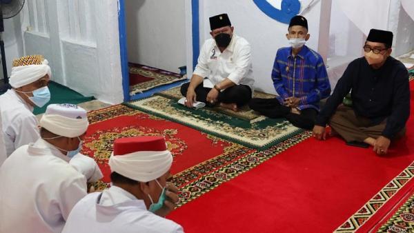 La Nyalla Didoakan Jadi Presiden lewat Prosesi Ratibu di Masjid Agung Kesultanan Buton