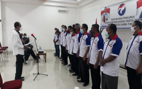 Kukuhkan Pengurus di Sumba Timur, Ketua DPW Perindo NTT: Kader Itu Harus Cekatan