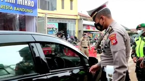 Bandung Raya Siaga 1 Covid-19, Petugas Gabungan Gelar Penyekatan di Cileunyi
