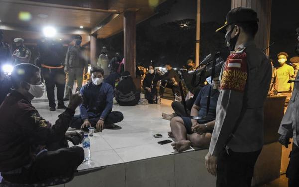 Tekan Penyebaran Covid-19, Petugas Gabungan Gelar Operasi Yustisi di Alun-alun Bekasi