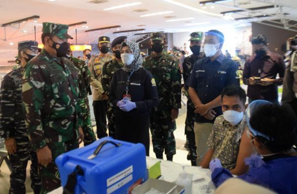 Kasal Tinjau Serbuan Vaksinasi di Pelabuhan Tanjung Emas Semarang
