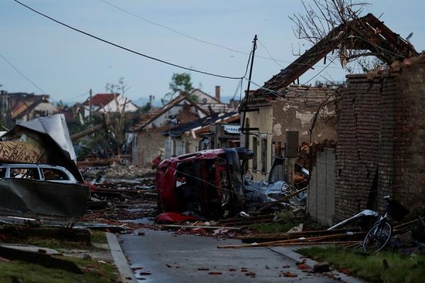Tornado Langka Bikin Republik Ceko Luluh Lantak, 3 Orang Tewas Ratusan Lainnya Luka-Luka