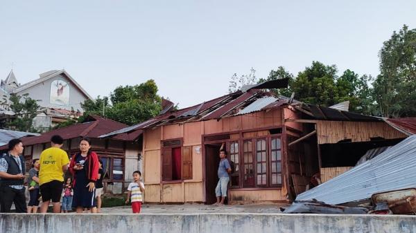 BPBD Bersama Masyarakat Mulai Perbaiki 43 Rumah Rusak akibat Puting Beliung di Minsel