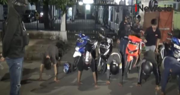 Video Polisi Bubarkan Aksi Balap Liar di Makassar, Belasan Sepeda Motor Disita