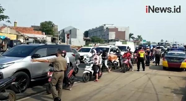 Video Suasana Penyekatan Arus Kendaraan di Simpang Salabenda Bogor