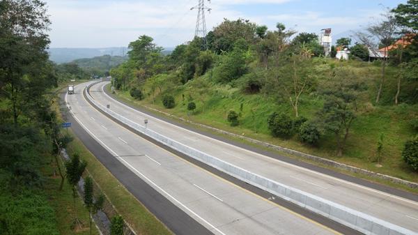 Penampakan Jalan Tol Semarang-Solo Lengang Imbas Penutupan Pintu Keluar