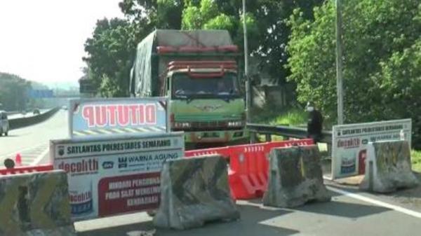 PPKM Darurat, Truk Muat Material Pembangunan RS Tertahan di Exit Tol Jatingaleh