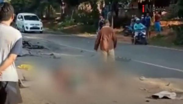 Video Minibus Adu Banteng dengan Tronton di Tuban, 4 Orang Tewas