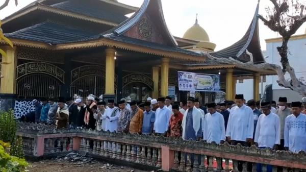 Jemaah Tarekat Syatariah di Padang Pariaman Baru Gelar Salat Idul Adha