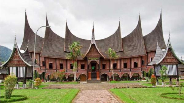 Mengenal Rumah Gadang Minangkabau dengan Segala Keistimewaannya