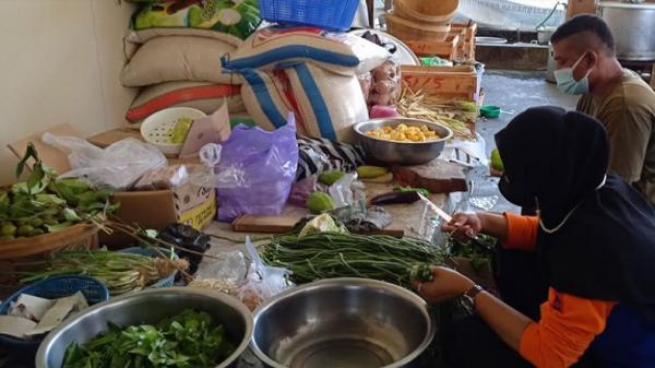 Dapur Umum Tagana Sleman Siapkan 600 Paket Makanan bagi Warga yang Isolasi di Selter