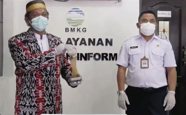 Selamatkan 1 Desa di NTT dari Siklon Tropis Seroja, Pak Dewa Diganjar Penghargaan oleh BMKG