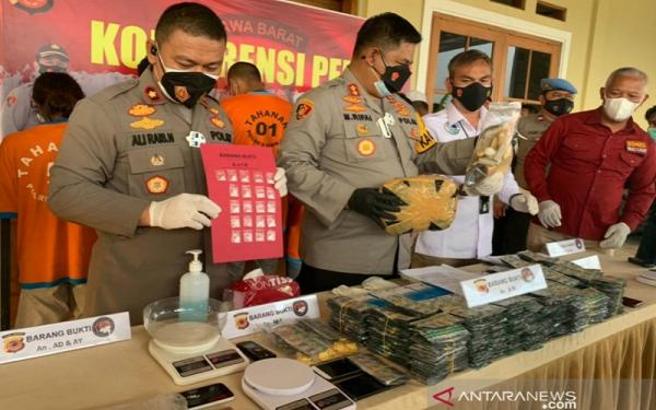 Pengedar Modus Tempel Sabu Dalam Angkot di Cianjur Diringkus Polisi