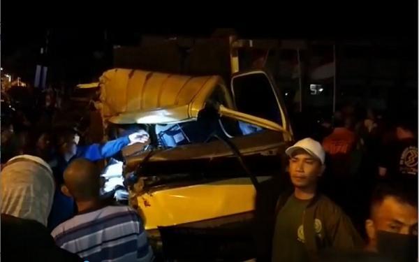 Truk Muatan Batu Bara Seruduk Engkel dan Motor, Tiga Orang Tewas
