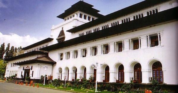 Ide Liburan ke Bandung, Yuk Mengenal Sejarah Gedung Sate Berusia Lebih 100 Tahun