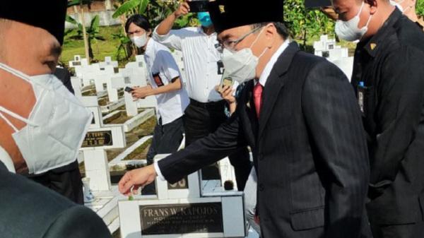 Jelang HUT Kemerdekaan, Pemkot Manado Tabur Bunga ke Makam Pahlawan