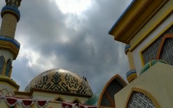 Indahnya Masjid Hubbul Wathan di Mataram, Kubah Bercorak Batik Sasambo