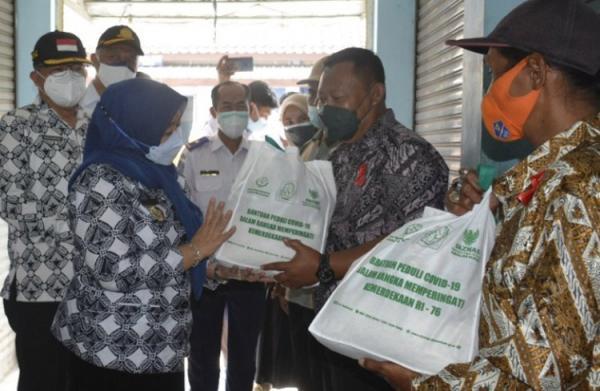 Baznas Sleman Salurkan Bantuan Sembako bagi PKL dan Jukir di Prambanan
