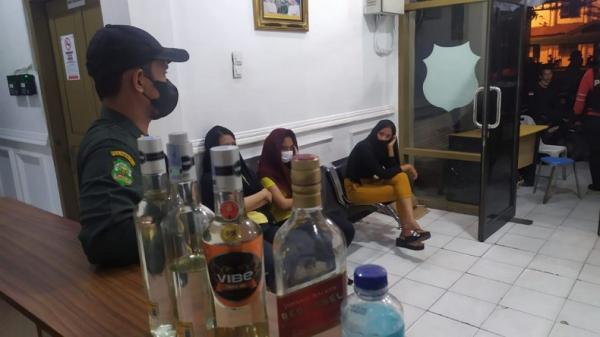 Tiap Malam Pesta Miras, 7 Perempuan Muda Ditangkap Polisi