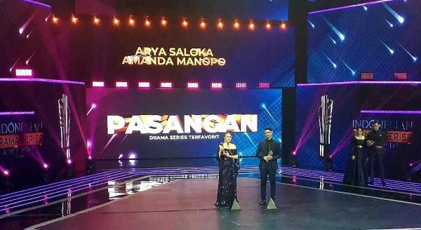 Amanda Manopo dan Arya Saloka Raih Pasangan Terfavorit di Ajang Indonesian Drama Series Awards 2021