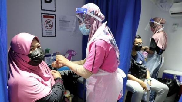 Malaysia Wajibkan Tes Covid Rutin bagi Warga yang Menolak Vaksin