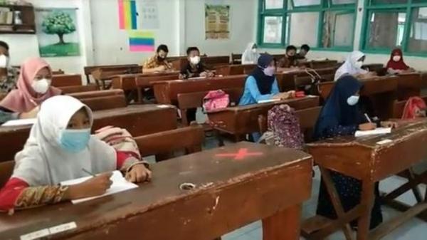 Siswa Tak Berseragam Warnai Pembelajaran Tatap Muka di Kota Pekalongan