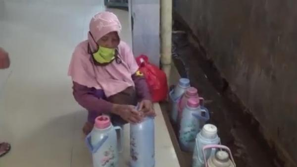 Kasihan, Nenek Penjual Kopi di Bandarlampung Ditinju Satpam