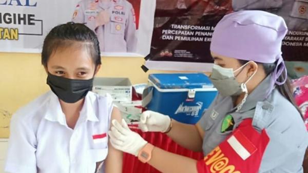 124 Pelajar di Manganitu Selatan Ikut Vaksinasi Polres Kepulauan Sangihe