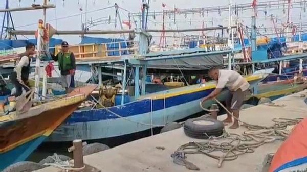 Cuaca Buruk, Nelayan Pantura Indramayu Takut Melaut, Pasokan Ikan Berkurang