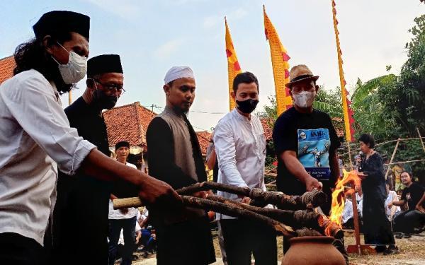 Jelang Rampak Genteng Jatiwangi Majalengka, Penyelenggara Bakar Jamaah
